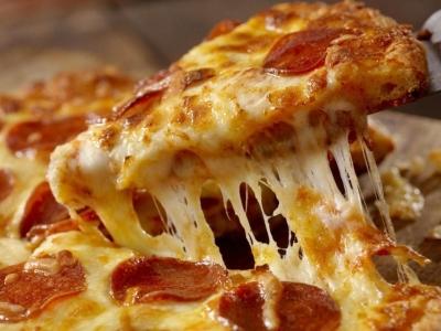 Pizza familia 40 cm + refrigerante gratis